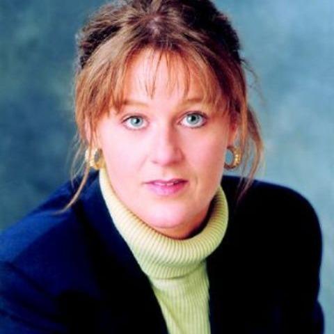 Janet Scaralia Headshot