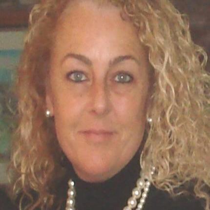 Deborah Scaralia-Mathers Headshot