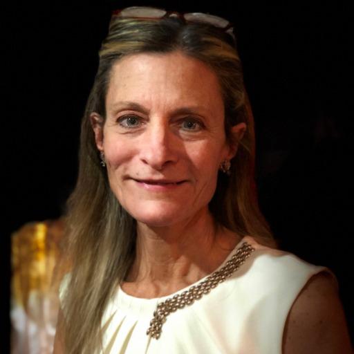 Sandra Bucci Headshot