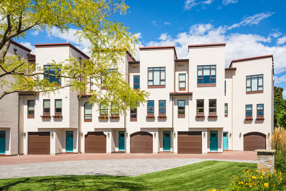 3 Things to Consider When Choosing Between a Single-Family Home and a Townhome