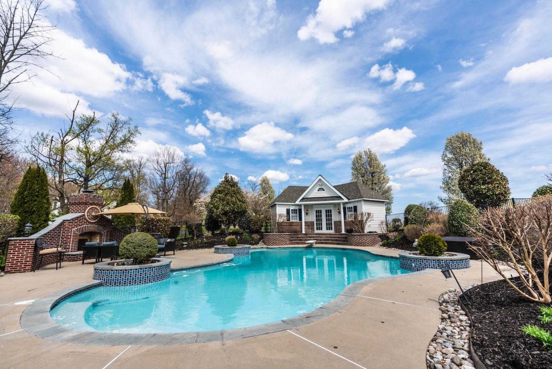 Realtor Magazine 2021 04 26 Homes With Pools are Selling for a Premium right now after going through the COVID-19 Coronavirus pandemic Hoey Team exp Realty