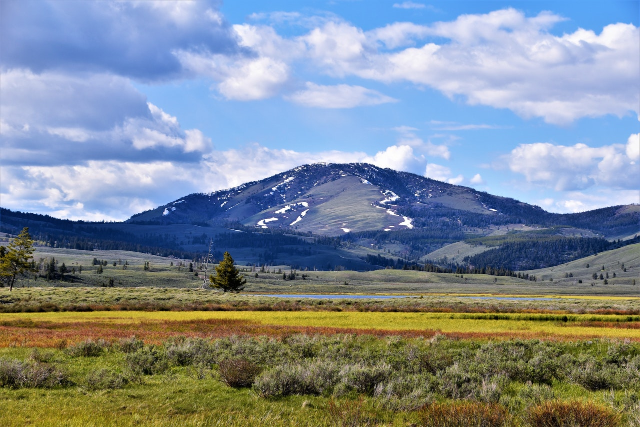 Montana mountian range with blue sky