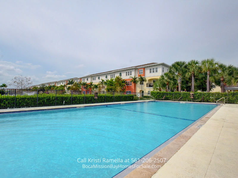 Pompano Beach FL Townhome - This Pompano Beach FL townhome places you just minutes away from all the local amenities and conveniences!