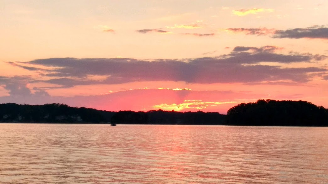 lake keowee sunset