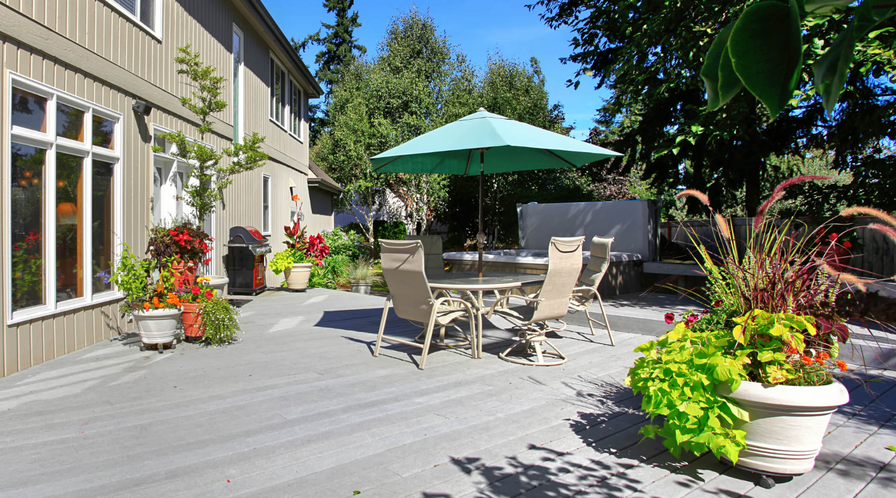 Rear deck with table and pots of flowers