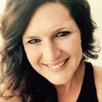 Amanda Buchanan Headshot