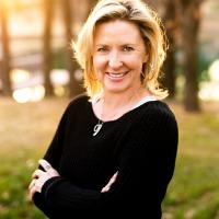 Deanna Melchert Headshot