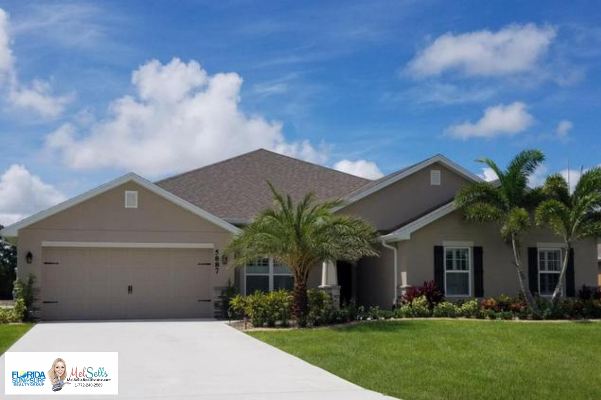Port Saint Lucie home with curb appeal