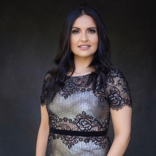 Laura    De La Cruz Photo