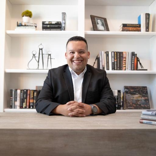 Roberto Navarro Jr Photo