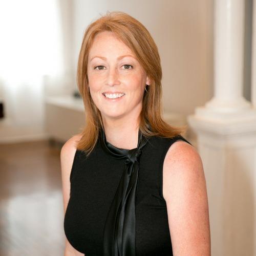 Amanda Searle Headshot