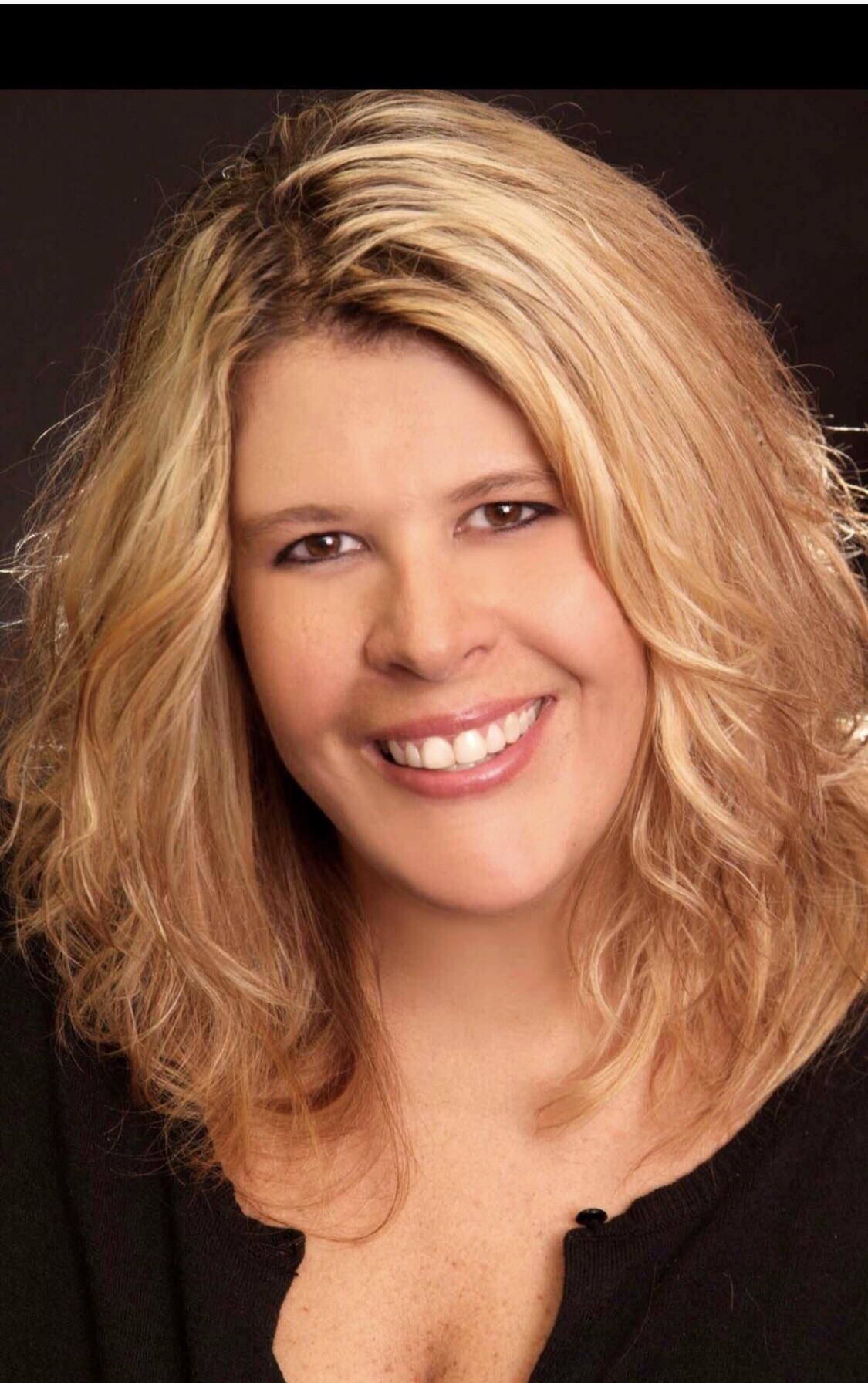 Lora Reynolds